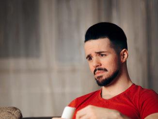 10 Gründe warum du unglücklich bist | © nicoletaionescu - stock.adobe.com