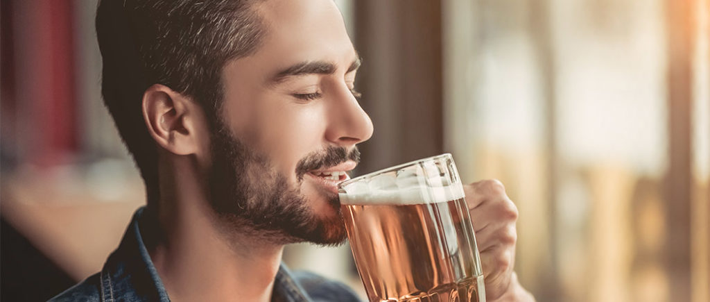Alkohol in Maßen für Männer ab 40 | © Vasyl - stock.adobe.com