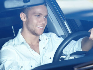 Frustige Dinge für Männer beim Autofahren | © AboutLife - stock.adobe.com