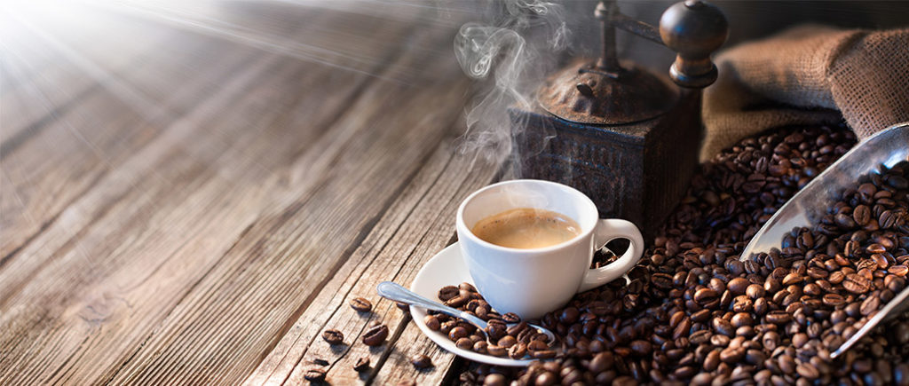 Kaffeetasse und Kaffeebohnen | © Romolo Tavani - stock.adobe.com