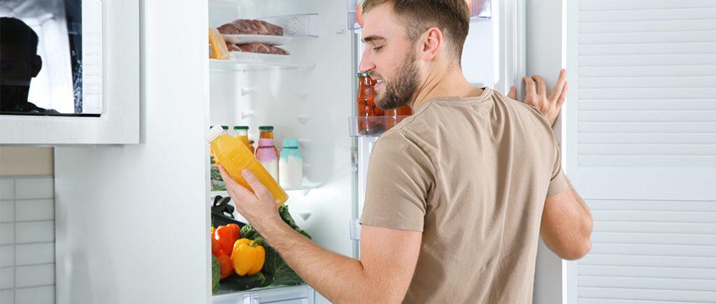 Erste Küche für den Mann: Kühlschrank | © New Africa - stock.adobe.com