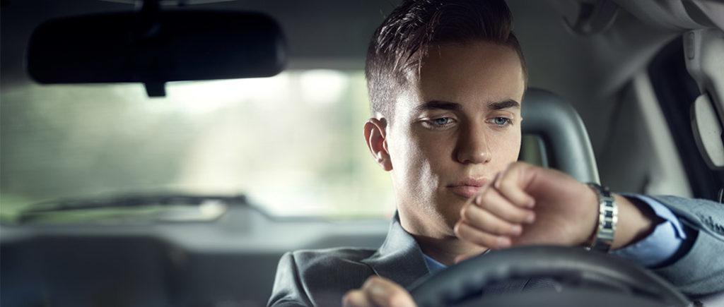 Frustige Dinge biem Autofahren: Verkehrsstau | © luckybusiness - stock.adobe.com