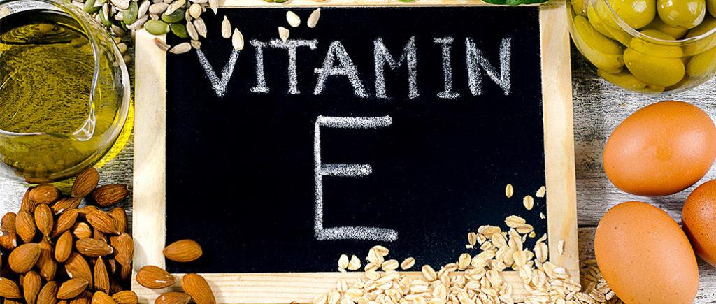 Vitamin E - Tocopherol für den Mann als Nahrungsergänzung | © bit24 - stock.adobe.com