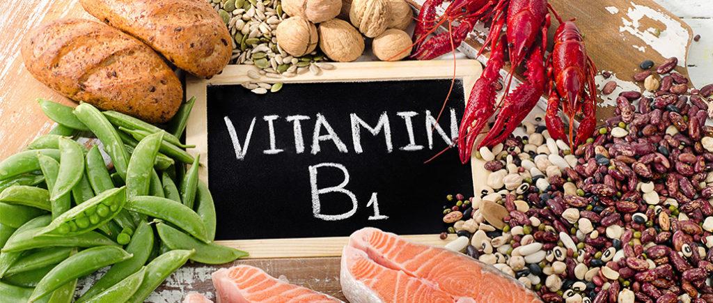 Vitamin B1 - Thiamin für den Mann als Nahrungsergänzung | © bit24 - stock.adobe.com