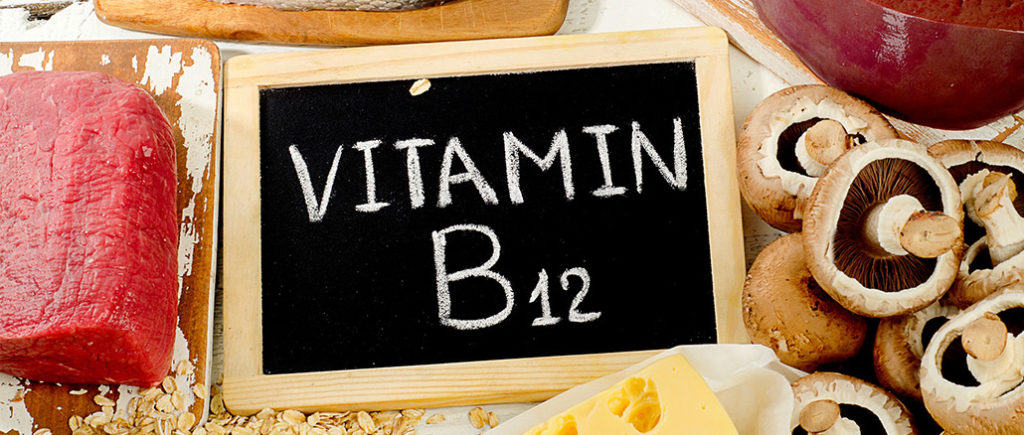 Vitamin B12 - Cobalamin für den Mann als Nahrungsergänzung | © bit24 - stock.adobe.com