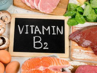 Vitamin B2 - Riboflavin für den Mann als Nahrungsergänzung | © bit24 - stock.adobe.com