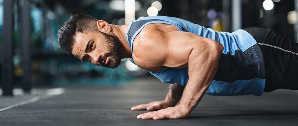 Richtige Reihenfolge der Wiederholungen für Muskelaufbau | © Prostock-studio - stock.adobe.com